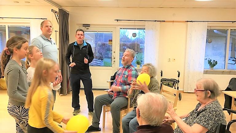 Eleverna tränar med äldre